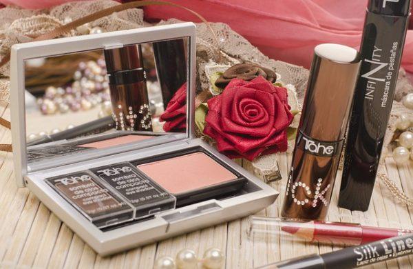 makeup-2888141_640